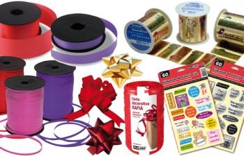 Cintas, papeles estampados y adornos para regalos y decoración