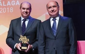 """Comercial del Sur de Papelería galardonada con el premio """"Trayectoria Empresarial"""""""
