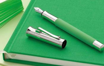 Guilloche Viper Green y Turquesa de Graf von Faber-Castell: un toque de frescura en nuestro escritorio